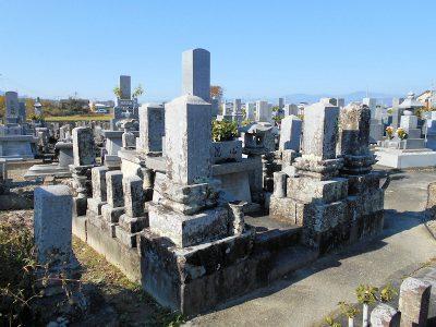 既存石塔の洗浄・納骨穴くり及び新規五輪塔・廻石施工